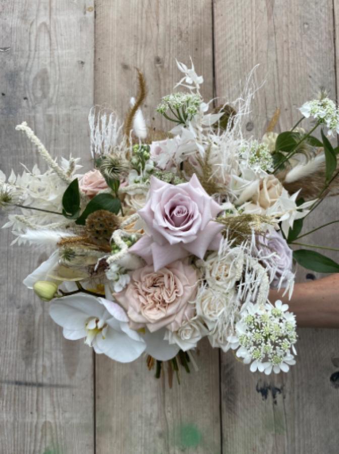 Elegant Simple Cream Bouquet